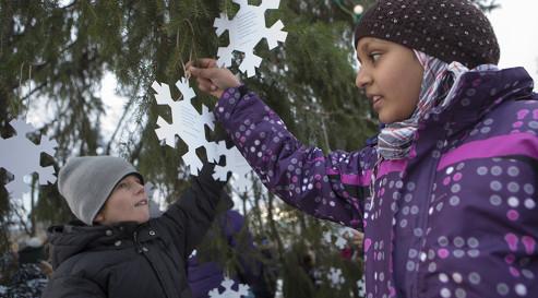 Children take part in the Barnas peace poem